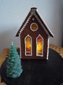 Endnu en jul - endnu et peberkagehus. Huset blev bagt mandagen inden jeg tog til København og pyntet på blot 2 timer fredag formiddag inde j...