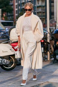 Milan fashion weeks 508695720413889578 - Caro Daur in total white. Milan Fashion Week spring Source by miskochai Amsterdam Fashion, Look Street Style, Street Style Women, Street Styles, Mode Outfits, Fashion Outfits, Fashion Trends, Woman Outfits, Office Outfits