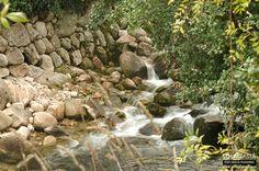 PR3 - Vale do Póio (Ribeira de Pena)  Este percurso começa em Cerva e prolonga-se como o seu próprio nome indica, pelo vale do rio Póio, percorrendo trilhos agrícolas, de terra batida e caminhos de floresta nos contrafortes da Serra do Alvão. Com pouco mais de 11 kms, é um percurso circular que faz parte da rede de percurso pedestres do concelho de Ribeira de Pena.  Ver mais em: http://solagasta.com/pr3-vale-do-poio-ribeira-de-pena/