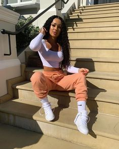 """Rebecca Vieira ♡ on Instagram: """"joggers are my fave things to wear right now 🍹 - top & bottoms @prettylittlething #pltstyle #stayhomewithplt"""" Cute Swag Outfits, Chill Outfits, Dope Outfits, Retro Outfits, Trendy Outfits, Casual Summer Outfits, Black Girl Fashion, Look Fashion, Fashion Fashion"""