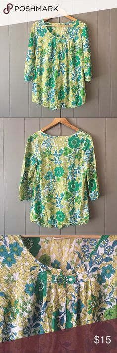 """Green Floral Maternity Peasant top🍃 This top is super cute and in like new condition! 3/4 sleeves. Elastic at the end of sleeves and bottom hem. This top doesn't look like a maternity top so it can be worn either way. Lightweight and perfect for all seasons. Armpit to armpit is 19"""". Length is 26-27"""". Old Navy Tops"""