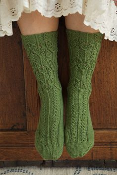 green socks -pattern is from Abrams book Knitted socks East and West by Judy Sumner Anne Of Green, Green And Brown, Kelly Green, Green Socks, Green Sweater, Irish Cottage, Look Vintage, Knitting Socks, Free Knitting