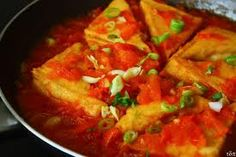 Fry Tofu cook with tomato is a favouist food of many people in Vietnam Tofu Recipes, Asian Recipes, Ethnic Recipes, Asian Foods, Meal Recipes, Good Morning Vietnam, Vietnamese Recipes, Vietnamese Food, Viet Food