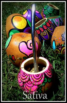 Mates pintados a Mano Dot Painting, Painting On Wood, Paper Mache Bowls, Painted Pots, Gourds, Flower Pots, Tea Pots, Decoupage, Pottery