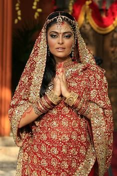 The Red Sari, by Maya, actress Juliana Paes for Brazilian tv show Caminho das Indias