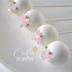 Matching natural gemstone inspired cake pops with a hint of gold Pretty Cakes, Cute Cakes, Beautiful Cakes, Fancy Cakes, Mini Cakes, Cupcake Cakes, Elegant Cake Pops, Elegant Cakes, Paletas Chocolate