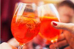 ]aperol spritz Brunch Drinks, Tea Cocktails, Morning Drinks, Bartender Mix, Pomegranate Liqueur, American Cocktails, Citrus Vodka, Refreshing Summer Cocktails, Sweet Wine