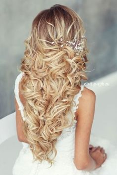 long loose wavy hairstyle for wedding