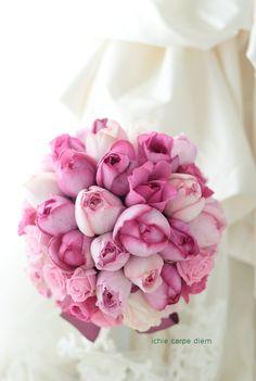 帝国ホテルの花嫁様へ、ピンクのバラのブーケ。  翌日に花嫁様から、 御礼のお電話をいただきました。 最初電話を受けていたアシスタントさんが ...