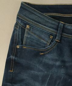 Poket detail denim