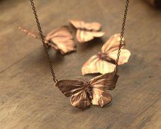 Deux aile véritable papillons collier en cuivre électrolytique, electroformed, inspiré de la nature, pendentif papillon, galvanoplastie, bijou elfique elfique