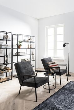 Artist Home Living Room, Vintage Chairs, Industrial Shelf Living Room, Vintage Chairs, Industrial Shelf Home Decor Bedroom, Home Living Room, Interior Design Living Room, Living Room Furniture, Living Room Designs, Living Room Decor, Interior Livingroom, Diy Furniture, Reclaimed Furniture