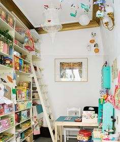I love bookshelves and mobiles, this place is a dream