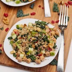 A crunchy and refreshing quinoa salad with a whole medley of different flavors including kale, walnuts, chickpeas, cranberries and apples. Gluten-free and Vegan.