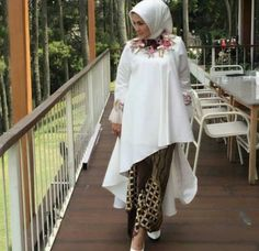 Hijab Fashion, Fashion Dresses, Hijab Dress Party, Batik Kebaya, Dress Pesta, Pattern Fashion, Evening Gowns, Cute Outfits, Long Gowns