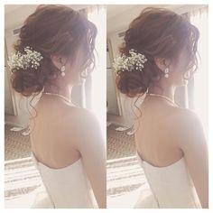 可愛いゆるふわシニヨンをオーダーするにはコツがある! | marry[マリー] Weird Wedding Dress, Romantic Wedding Hair, Bridal Hairdo, Hairdo Wedding, Bridal Makeup, Wedding Makeup, Cute Everyday Hairstyles, Hair Arrange, Hair Images