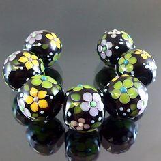 PIKALDA=handmade lampwork 7 glass beads flower blossom black=HIDDEN PARK=SRA