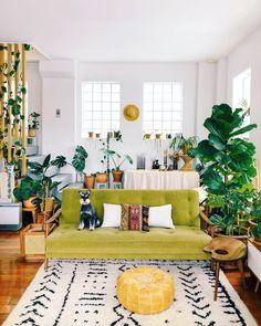 Bright and cozy living room, Auckland, New Zealand : CozyPlaces Colourful Living Room, Boho Living Room, Cozy Living Rooms, Living Room Sofa, Living Room Decor, Colorful Rooms, Barn Living, Decor Room, Deco Retro
