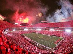 Arrowhead Stadium ~ a sea of red! Kansas City Chiefs Apparel, Kansas City Chiefs Football, Kansas City Royals, Kc Football, American Football, Football Players, Arrowhead Stadium, Nfl, Friday Night Lights
