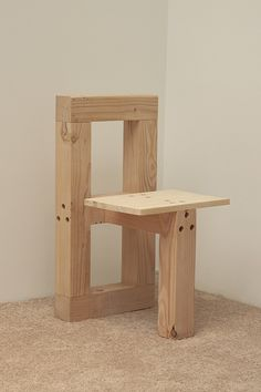 Chair Design Ideas Woodworking is a multifaceted craft that can result in many beautiful and useful pieces. If you are looking to learn about woodworking, then you have came to the right place. Woodworking Projects Diy, Wood Projects, Woodworking Plans, Pallet Furniture, Furniture Plans, Furniture Design, Wooden Chair Plans, Decoration Palette, Chair Design Wooden