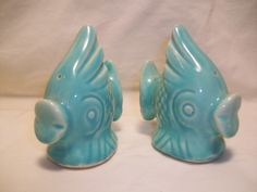 Shawnee Pottery Fish Salt and Pepper Shakers Mccoy Pottery, Vintage Pottery, Salt Pepper Shakers, Salt And Pepper, Salt N Peppa, Shawnee Pottery, Pottery Marks, Vintage Dinnerware, Fish Shapes
