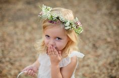 how sweet is this adorable flower girl??