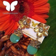 By @lavativarios Zarcillos con flores caladas a mano con cristales una joya #EdicionLimitada . Conoce más de Lavativarios en: Instagram: @lavativarios  Twitter: @lavativarios Web: LAVATIVARIOS.COM . #DirectorioMModa #MModaVenezuela #YousodiseñoVenezolano #Venezuela #Joyas #Jewelry #Designer #Accesories #Latinoamérica #Worldwide