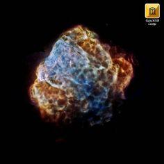 تظهر الصورة بقايا انفجار سوبر نوفا Super Nova آخر والذي كان من الممكن ملاحظته من كوكب الأرض منذ سنة وتسمى تلك البقايا Supernova Explosion Supernova X Ray