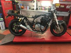 GSX750 Katana frame, GSXR1100M engine, TL1000S front end and Harris period 4-1 exhaust