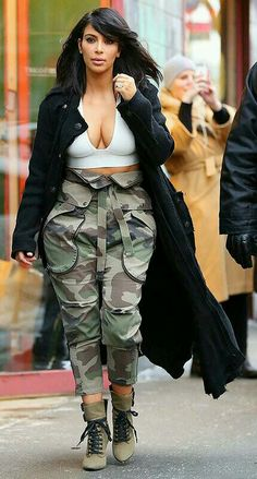 Kim Kardashian's Cleavage-Baring Crop Top and Camo Pants: Are You Loving the Look? Lou Fashion, Camo Fashion, Black Girl Fashion, Fashion Pants, Curvy Fashion, Fashion Outfits, Camouflage Fashion, Army Pants Outfit, Green Pants Outfit
