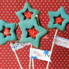 Pop Rocks star sandwich cookie pops!! With free printable.
