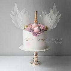 Unicorns Wings - cake by Ece Akyildiz Raspberry Smoothie, Apple Smoothies, Unicorn Party, Unicorn Birthday, Unicorn Cakes, Beautiful Cakes, Amazing Cakes, Unicorn Wings, Blackberry Cake