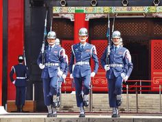 Changing of guards - Taipei.
