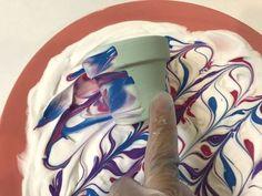marbleized terra cotta pots painted with shaving cream marmorierte Terrakotta-Töpfe mit Rasierschaum Shaving Cream Painting, Terracotta Flower Pots, Clay Pot Crafts, Diy Crafts, Wreath Forms, Schaum, Painted Pots, Clay Pots, Painting Techniques