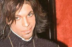Prince  <3  That look!!  Oh, I want to kiss him!!!!  <3