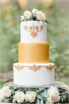 38 Flower Adorned Wedding Cakes for A Spring Soirée