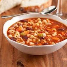 Olive Garden Pasta e Fagioli Soup. Pasta e Fagioli Soup - an Olive Garden copycat recipe. LOVE this soup! Such an easy and incredible meal. Slow Cooker Recipes, Crockpot Recipes, Soup Recipes, Cooking Recipes, Healthy Recipes, Cooking Pasta, Cooking Tips, Chicken Recipes, Easy Cooking