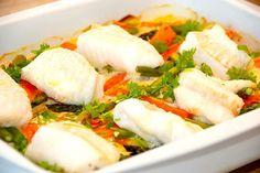 Fisk i fad med porrer og gulerødder Danish Food, Anti Inflammatory Diet, Hoisin Sauce, Dinner Is Served, Fish Dishes, Fish And Seafood, Caprese Salad, Tapas, Dinner Recipes