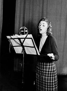 Vera Lynn singing for the radio late 1940s