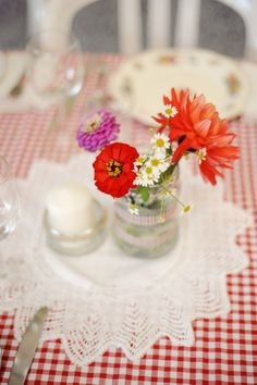 A guinguette wedding in red and blue - New Site Table Centerpieces, Wedding Centerpieces, Table Decorations, Dance Along, Chic Wedding, Wedding Day, Mason Jars, Red Cottage, Red Gingham