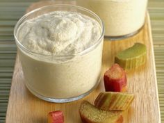 rhubarbe, vanille, sucre roux, yaourt nature, oeuf, eau