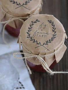 packaging idea, kraft paper jar lids with company Jam Packaging, Pretty Packaging, Design Packaging, Coffee Packaging, Bottle Packaging, Packaging Ideas, Label Design, Homemade Gifts, Diy Gifts