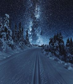 """banshy: """" Austlid by: Sondre Eriksen """" - This landscape looks surreal because the land looks more lit by the sky than it actually is Beautiful World, Beautiful Places, Beautiful Norway, Beautiful Sky, Winter Scenery, Night Scenery, Christmas Scenery, Winter Beauty, Jolie Photo"""