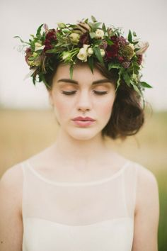 And this ultra-romantic halo. | 19 Incredibly Beautiful Floral Crowns For Fall Weddings