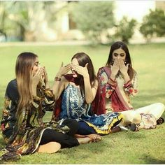 Pin by salim gugarman on besties in 2019 couple photos, girl Friend Poses Photography, Teenage Girl Photography, Film Photography, Wedding Photography, Girl Photo Poses, Girl Poses, Picture Poses, Cute Girl Pic, Cute Girls