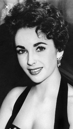 Elizabeth Taylor defined modern celebrity and is considered the last classic Hollywood icon. Elizabeth Taylor Trust and Elizabeth Taylor Estate. Old Hollywood Stars, Hollywood Icons, Golden Age Of Hollywood, Hollywood Glamour, Hollywood Actresses, Classic Hollywood, Young Elizabeth Taylor, Violet Eyes, Actrices Hollywood