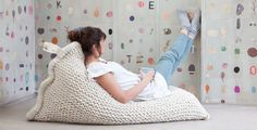 handmade charlotte :: Knitted Bean Bag :: design for kids and the home Crochet Home, Knit Crochet, Floor Pillows And Poufs, Knitted Cushions, Knitted Pouf, Large Cushions, Knitted Bags, Futons, Home And Deco
