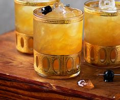 This Bourbon Amaretto Cooler is a refreshing cocktail with autumn flavors of bourbon and amaretto paired with a sparkling kick of ginger beer. Make in batches for the perfect holiday party! Refreshing Cocktails, Classic Cocktails, Fun Cocktails, Cocktail Drinks, Yummy Drinks, Alcoholic Drinks, Beverages, Bourbon Drinks, Liquor Drinks