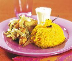 Quorn och kålfräs med gult ris och chutneyyoghurt