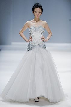 Zhang Jingjing Haute Couture Fashion Show. Couture Mode, Style Couture, Couture Fashion, Runway Fashion, Trendy Fashion, Marchesa, Dream Wedding Dresses, Bridal Dresses, Wedding Gowns